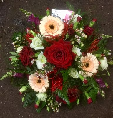 Red and peach posy